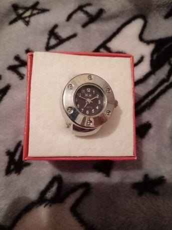 Продам наручные часы в миниатюре.