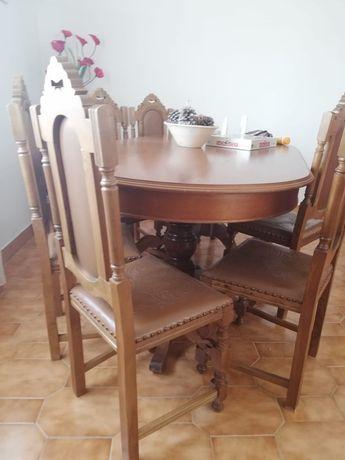 Mesa oval de madeira bem conservada (quase novo) 1.80x0.95 + cadeiras