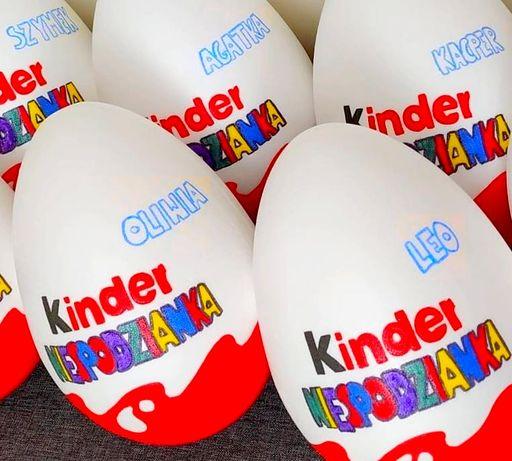 Duże Jajko Niespodzianka XXL z imieniem ze słodyczami Kinder w środku