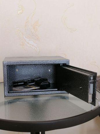 Сейф для пистолета, денег и документов . В наличии.