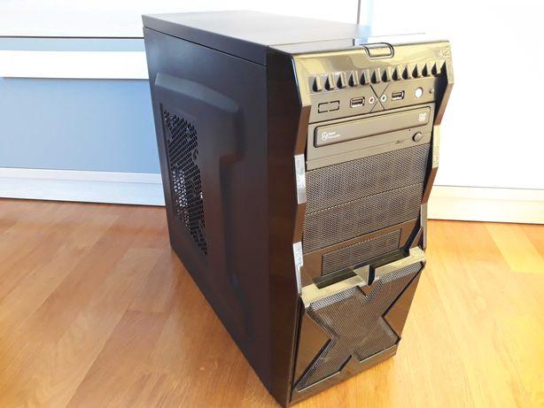 Komputer stacjonarny, podświetlany.