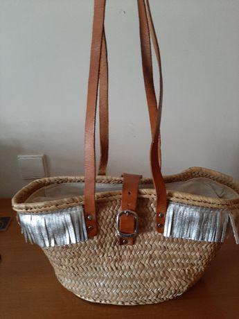 Carteira tipo cesta de palha