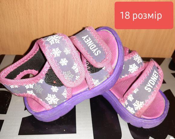 Продам детские туфельки ,босоножки размеры на фото