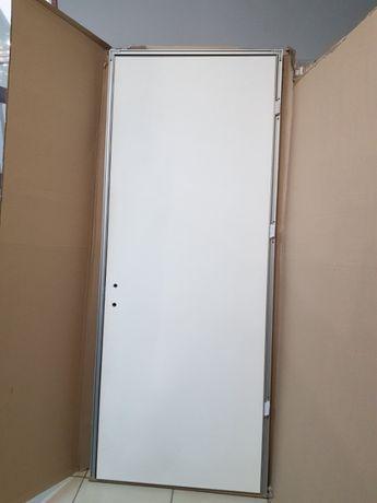 Продам скрытые двери под обои или штукатурку. Новые.