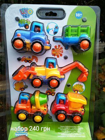 Новый трактор, машина, набор машин, самолёт конструктор