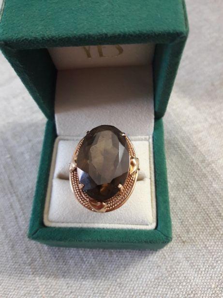 Topaz dymny pierścionek z 14 karatowego złota pr. 0,585
