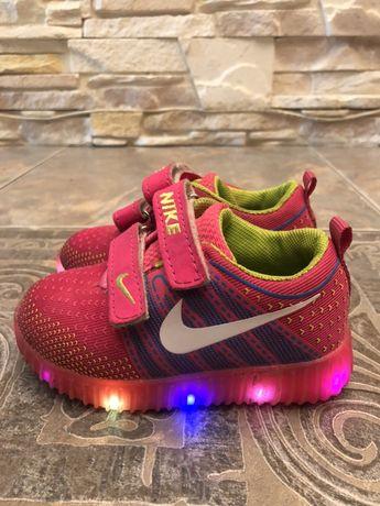 Продам детские кроссовки Nike оригинал