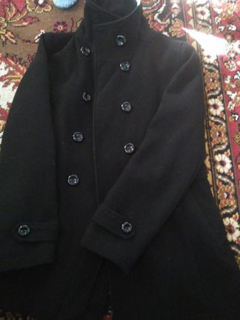 Чорне драпове пальто