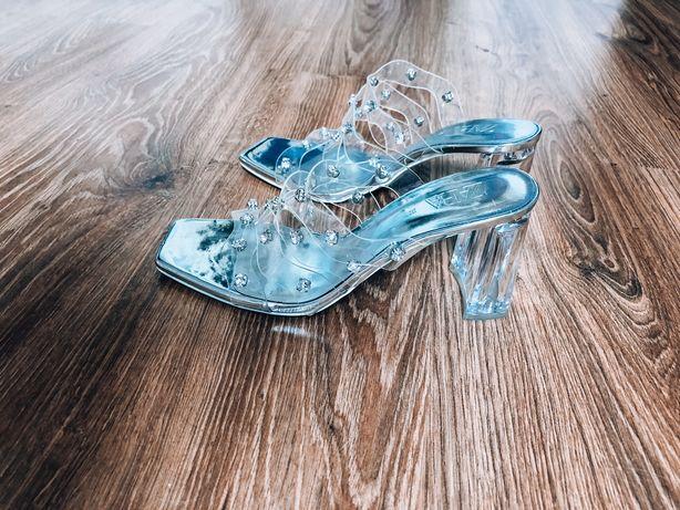 Srebrne eleganckie zdobione klapki sandały Zara slupek 199zl