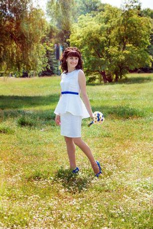 Костюм (платье) белое с синим поясом