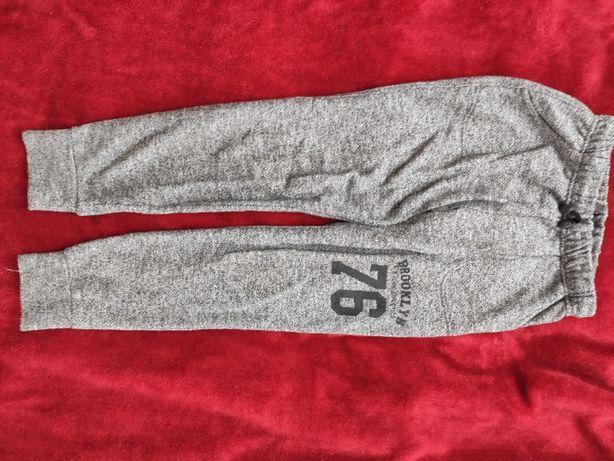 spodnie dresowe dla chłopca na 146 cm