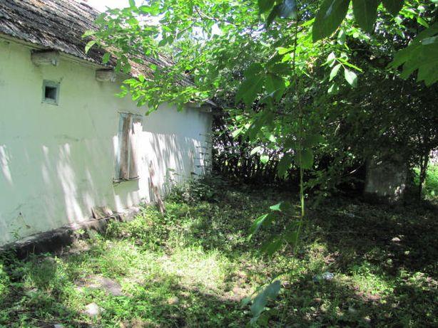 Чудова земельна ділянка зі старим будинком