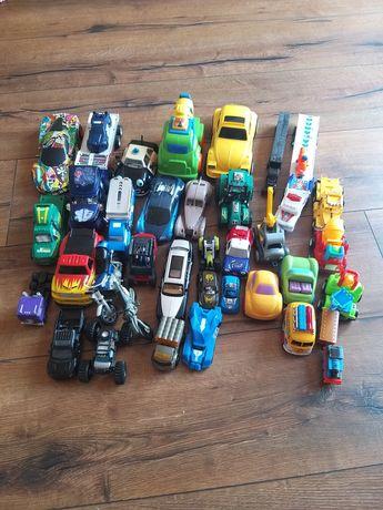 Zestaw średnich i małych aut.