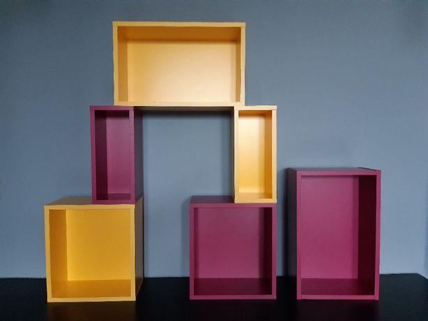 Kolorowe półki na ścianę