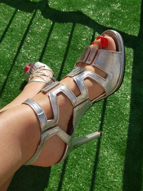 Srebne buty szpilki sandały