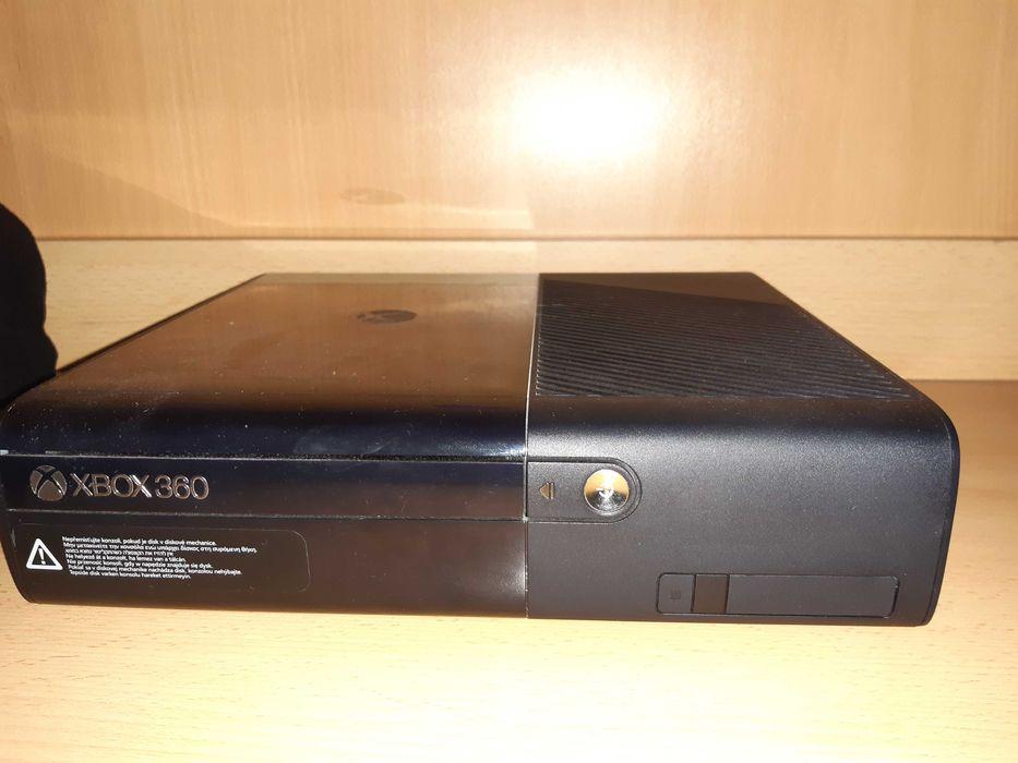 Xbox 360+pad+kinect+gry Mstów - image 1