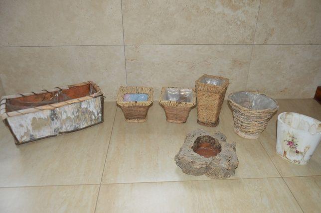 Zestaw starych naturalnych doniczek. Drewno, wiklina. 7 sztuk.