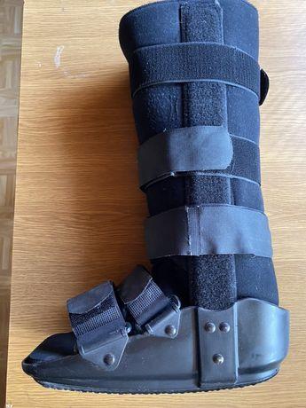 Pneumatyczny but ortopedyczny