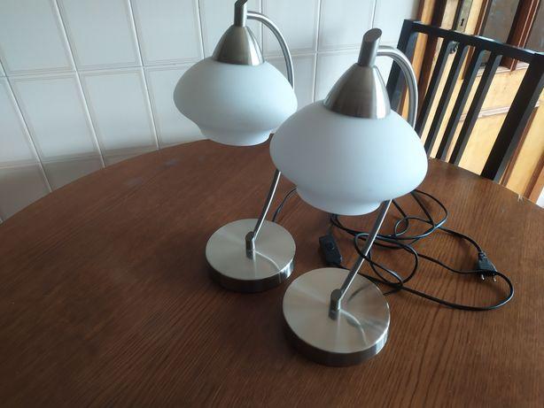 Par de candeeiros de mesa