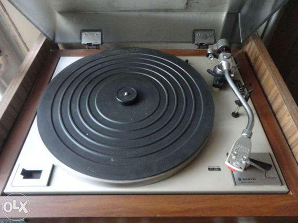 Gira discos sanyo + deck sanyo