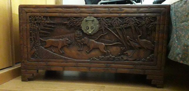 Arca antiga em madeira de cânfora