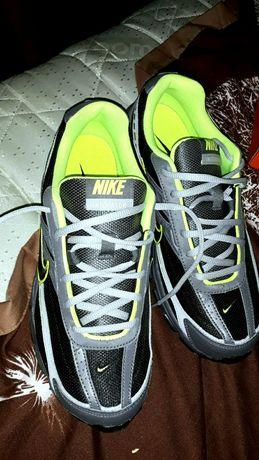 Продам  оригинальные кроссовки  Nike.