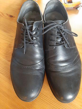 Buty męskie mało zniszczone