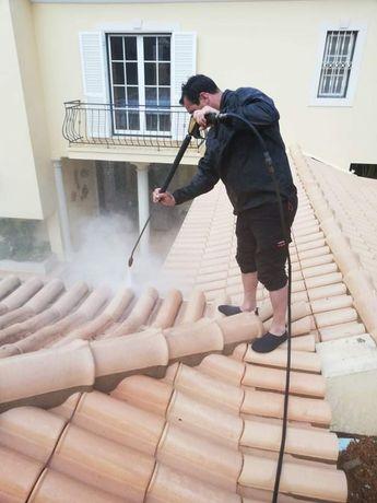 Limpeza de telhados e chao  garagens etc...