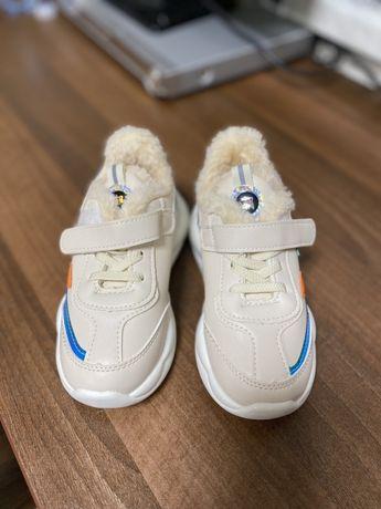 Кроссовки на меху 28 размер