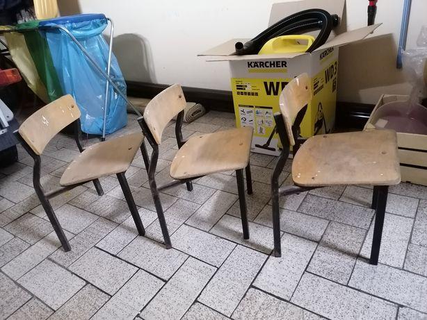 Krzesełka krzesła drewniane