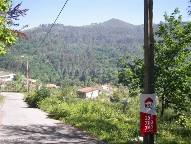 Terreno para construção com 490 m2 em Vila Cova