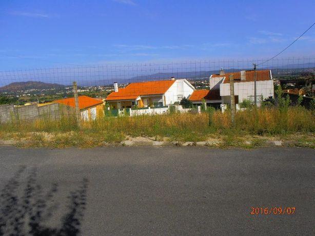Terreno para duas moradias
