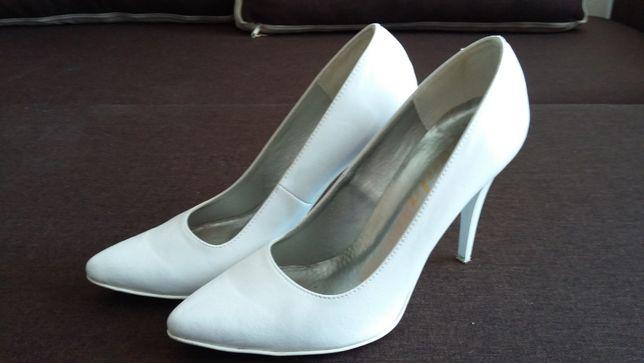Buty białe - ślubne