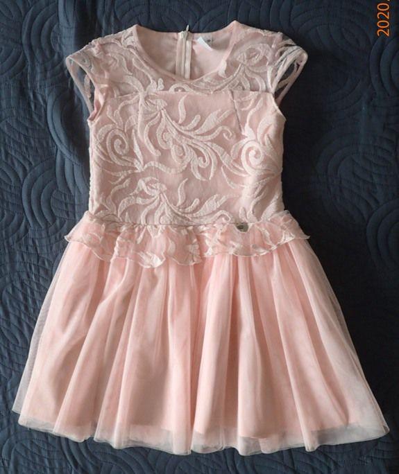 śliczna łososiowa sukienka w rozmiarze 140 stan idealny Oleśnica - image 1