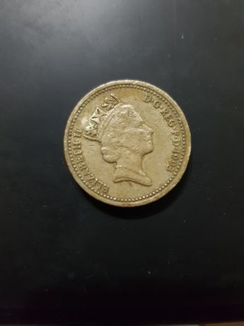 Монета One pound D.G.REG.F.D. ELIZABETH II