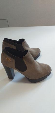 Sapatos Ruika de salto alto