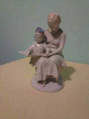 Продам фарфоровую статуетку с клеймом ,времен СССР