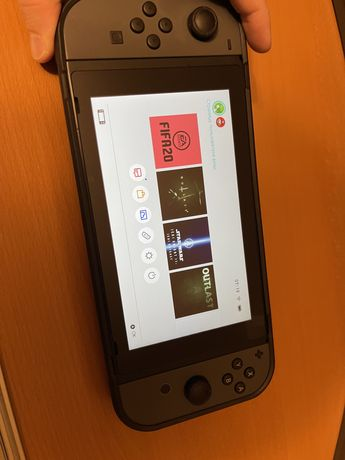 Nintendo Switch + чехол, игры