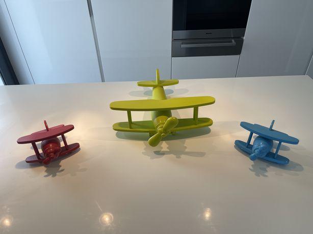 Aviões de madeira