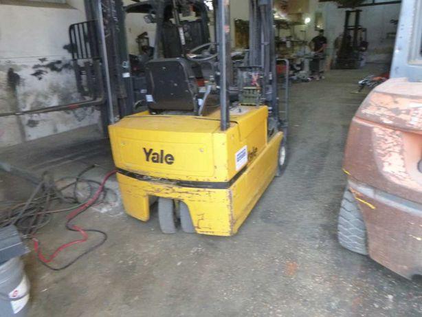 Aluga-se empilhador eléctrico Yale de 1600 kg (1921)