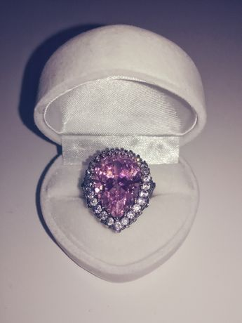 Srebrny pierścień z różowym topazem i cyrkoniami