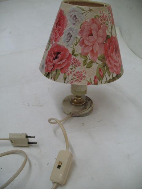 Zabytkowa lampa stołowa