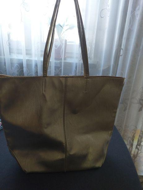 Złota torebka.