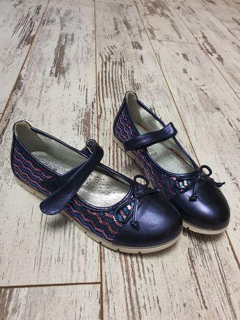 Туфельки, сандалі