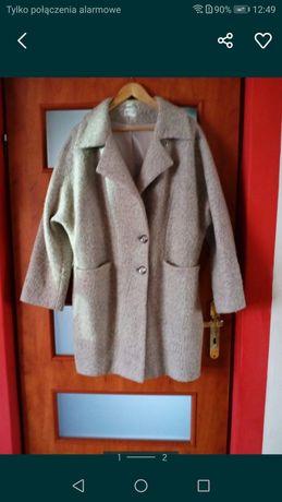 Płaszcz brązowy.