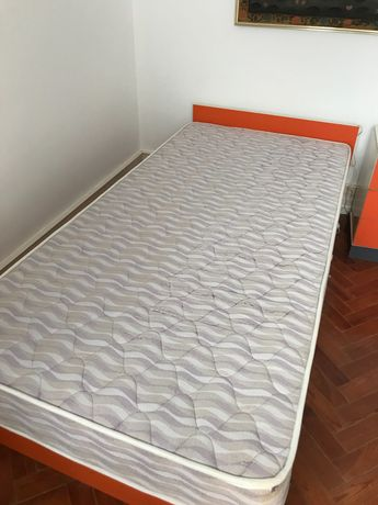 Mobília Vintage de solteiro Cama Colchão Mesa Cabeceira e Roupeiro