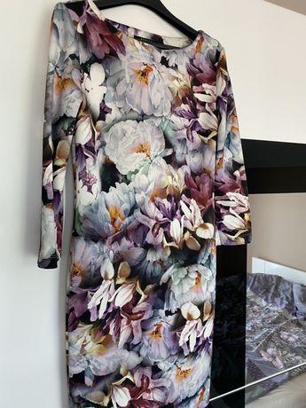 Sukienka w kwiaty Mohito rozmiar S