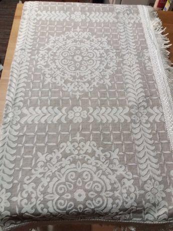 Colcha,coberta cama,2,30x1,80,cinza e branco,estilo antigo,ótimo estad