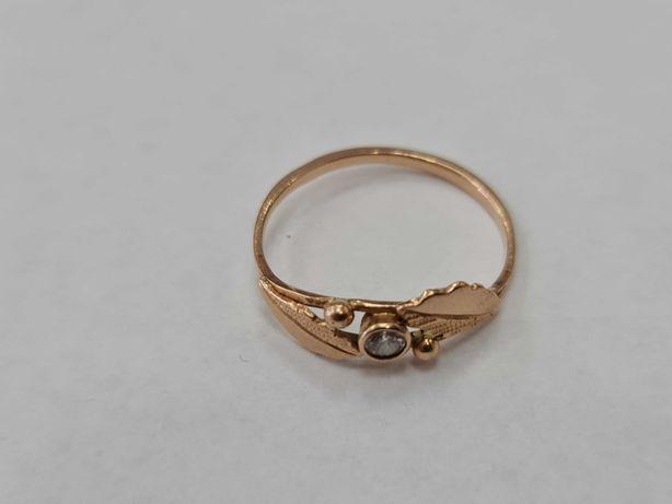 Klasyczny złoty pierścionek damski/ 585/ 1.83 gram/ R19/ Cyrkonia