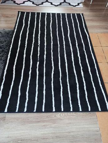 Czarno-bialy dywan w paski IKEA GORLOSE